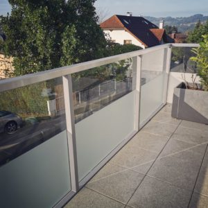 Teilfolierung Milchglasfolie Balkon